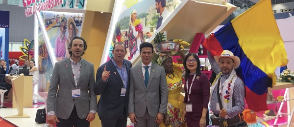 Cónsul General en Guangzhou visitó el estand de Colombia en la feria World Routes 2018